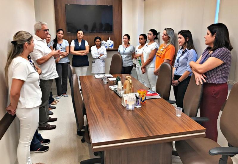 O presidente do HRCPP (Hospital Regional do Câncer de Presidente Prudente), Francelino Magalhães, junto às gerências da entidade e da Santa Casa de Misericórdia