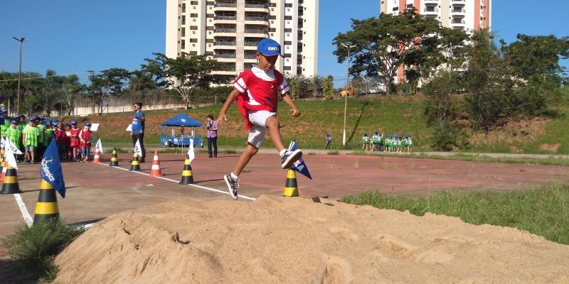 Weverson Nascimento - 150 crianças do Programa Cidadescola participaram de práticas relacionadas ao atletismo