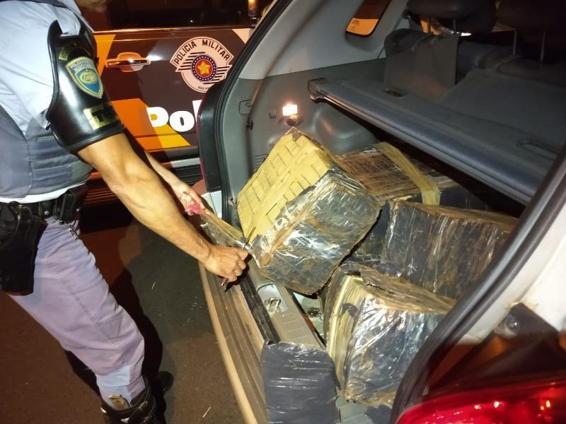 Polícia Militar Rodoviária:Drogas estavam dentro de veículo roubado no Rio de Janeiro