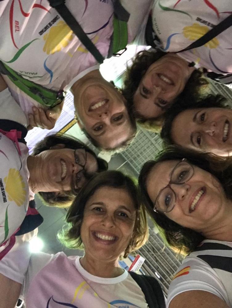 Marina e Marisa Miranda, Paula Minelli, Bel Crellis, Lika Chagas e Cris Nespoli, à beira do Rio Douro, na Cidade do Porto, ponto de partida até Santiago de Compostela