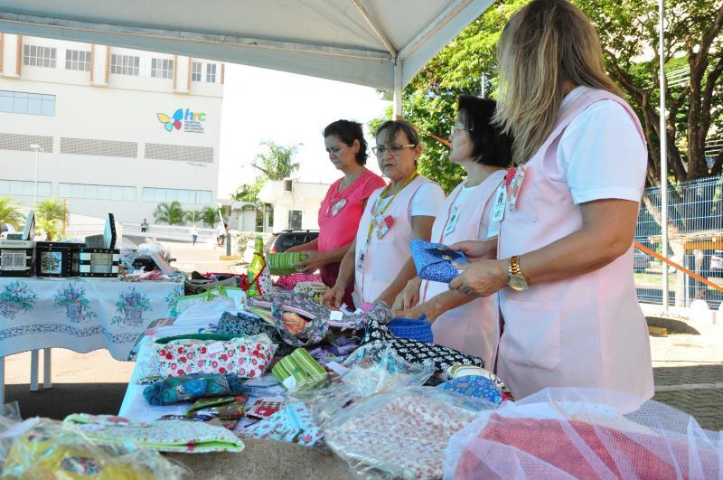 José Reis -Bazar ocorreu no estacionamento do Hospital Regional do Câncer na tarde de ontem