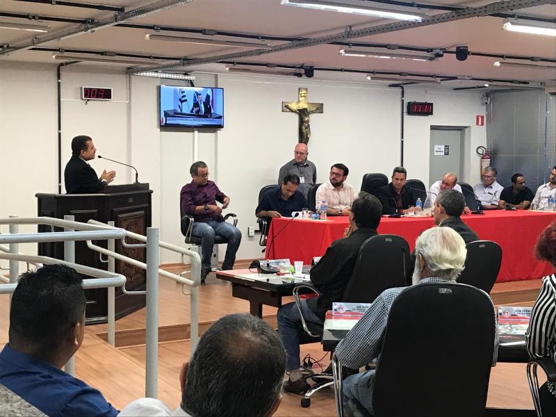 Gabriel Buosi -Reunião pública recebeu autoridades, poderes Executivo e Legislativo, além da população