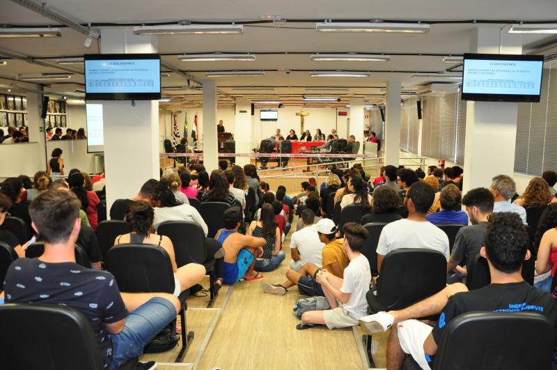 José Reis -Alunos e professores ocuparam assentos e corredores do plenário da Câmara Municipal