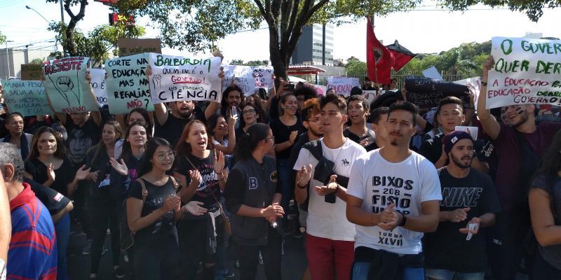 Weverson Nascimento - Em Prudente, protesto reuniu participantes contra as medidas anunciadas pelo governo