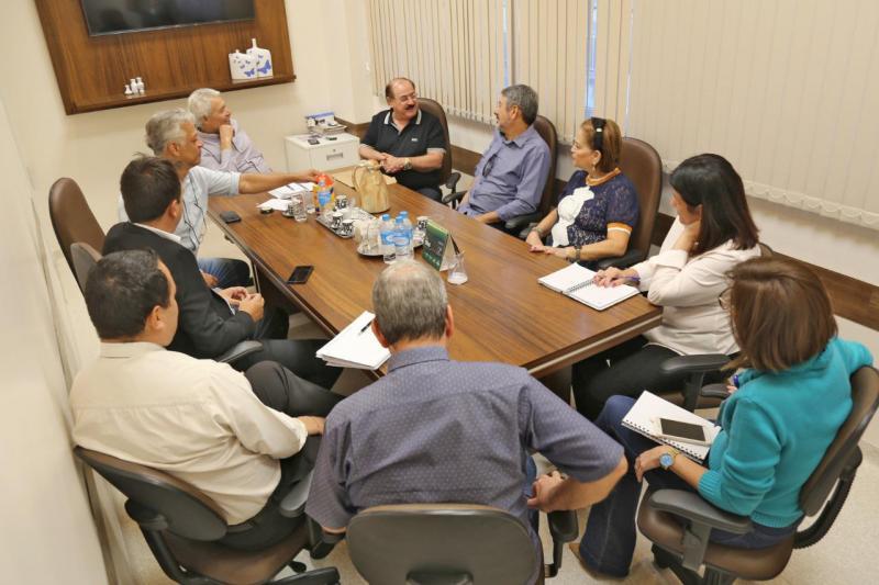 Diretores do SPCap reunidos do o presidente do HRCPP, Francelino Magalhães