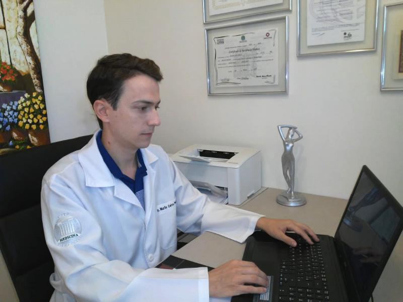 """Arquivo Pessoal/Murilo Peretti - Murilo, dermatologista: """"Roupas escuras atraem o mosquito Aedes"""""""