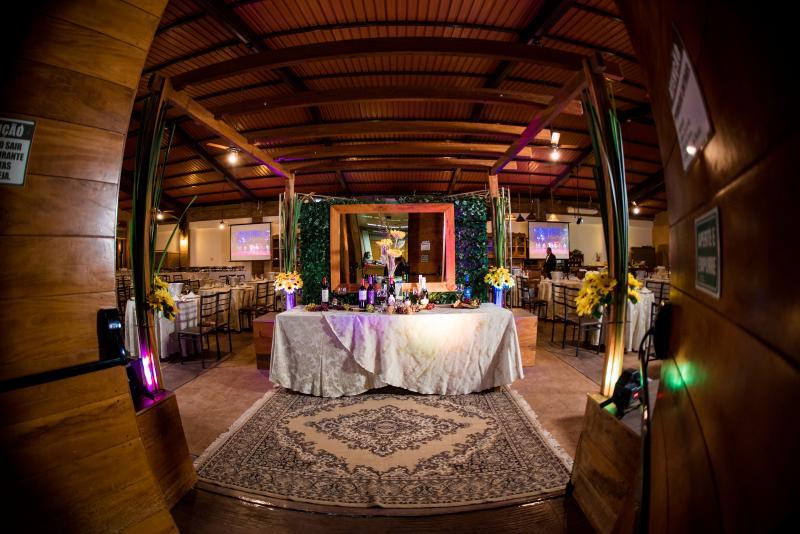 Restaurante do Terra Parque Eco Resort, preparado para a programação Dia dos Namorados
