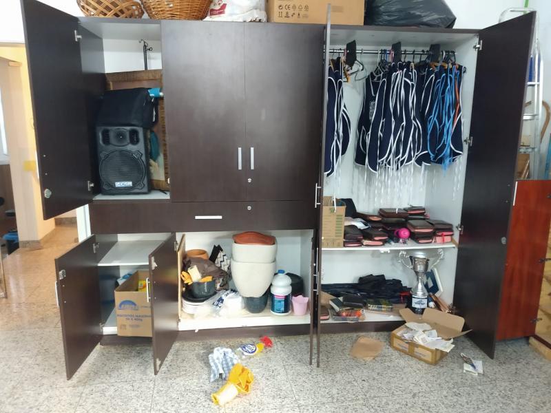 Cedida/Rodrigo Gomes de Moreno:Além dos R$ 15 levados do cofre, bandidos arrombaram janela e porta de vidro