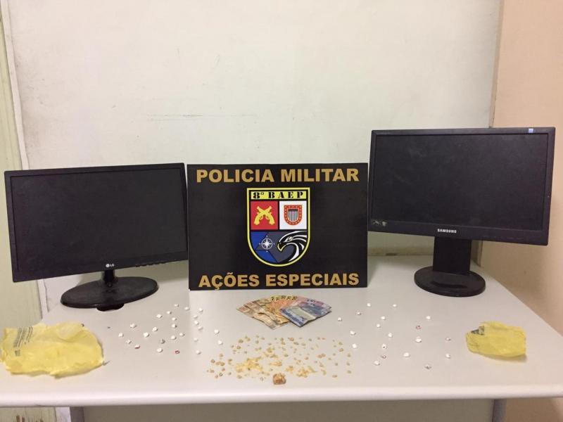 Polícia Militar:Além da droga, corporação localizou dois monitores de computador e R$ 262