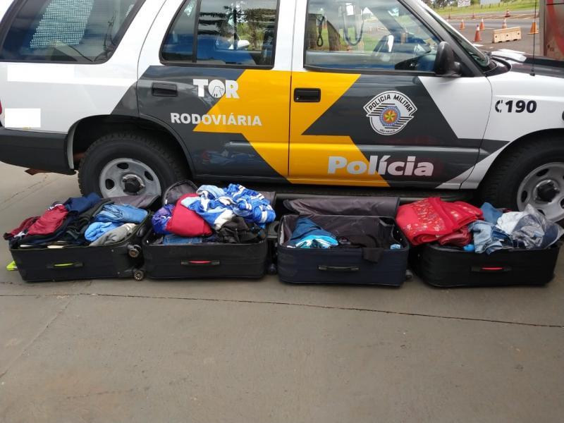 Polícia Militar Rodoviária:21 quilos de cocaína estavam espalhados nas malas dos bolivianos