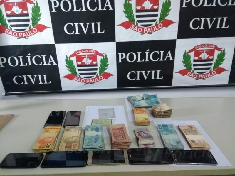 Polícia Civil:Houve apreensão de aparelhos celulares, dinheiro e relógio