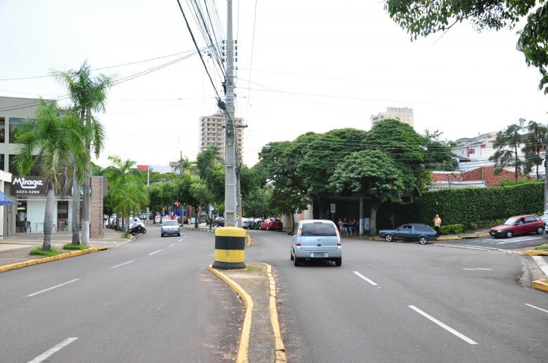 José Reis - Poste da Washington Luiz tem dispositivo de segurança instalado