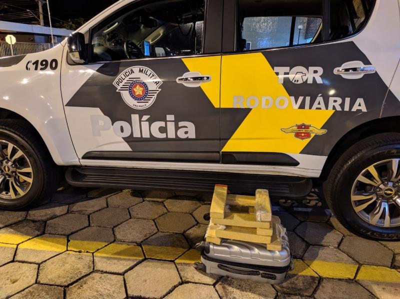 Polícia Militar Rodoviária:Drogas estavam dentro de mala com a identificação do passageiro