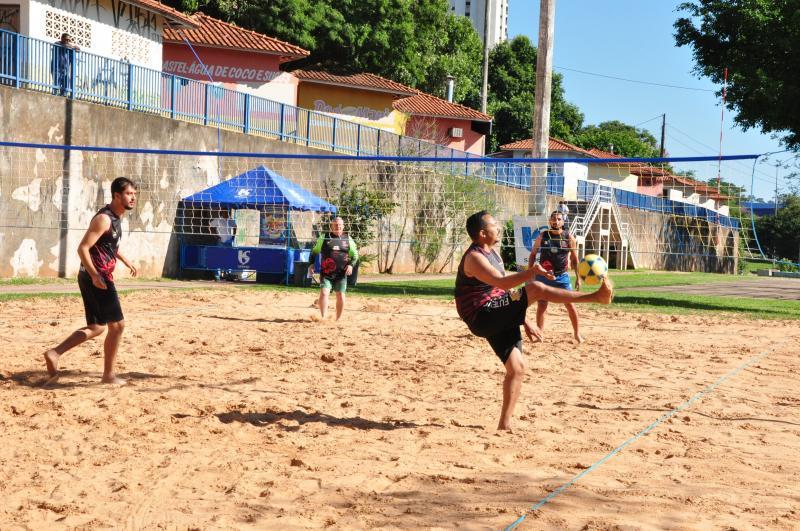 José Reis - No 1º dia de jogos, 32 duplas foram reunidas na quadra de areia do Parque do Povo