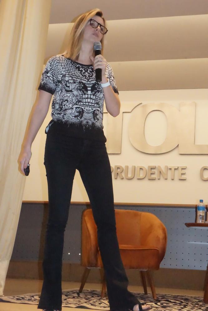 Michelle Zmetek, planner no departamento de Marketing da Rede Globo, falou sobre sua experiência como planejadora de mídia em grandes agências e atualmente na emissora