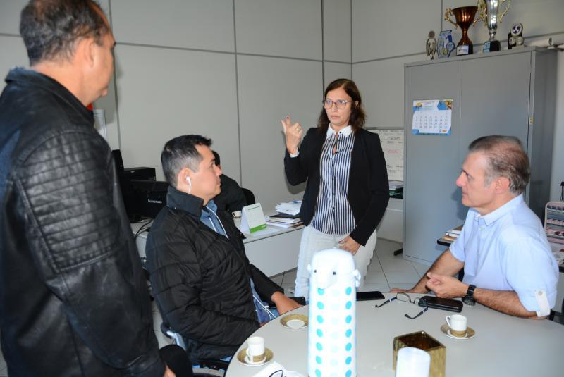 Foto: Marcos Sanches/Secom: Eliane em reunião sobre evento com governo municipal