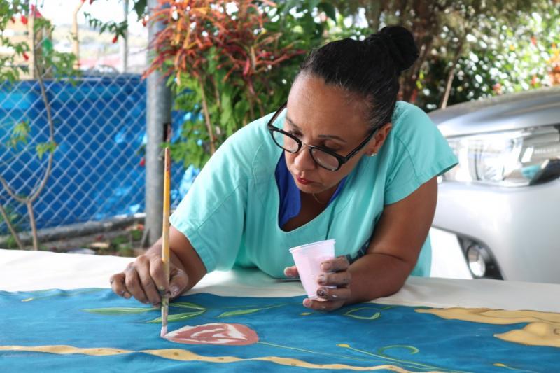 Cedida/HR:Um tapete é pintado pelas colaboradoras do HR de Prudente