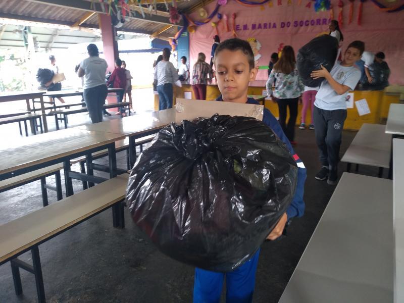 Weverson Nascimento - Entrega simbólica para o Fundo Social foi realizada ontem, na unidade escolar