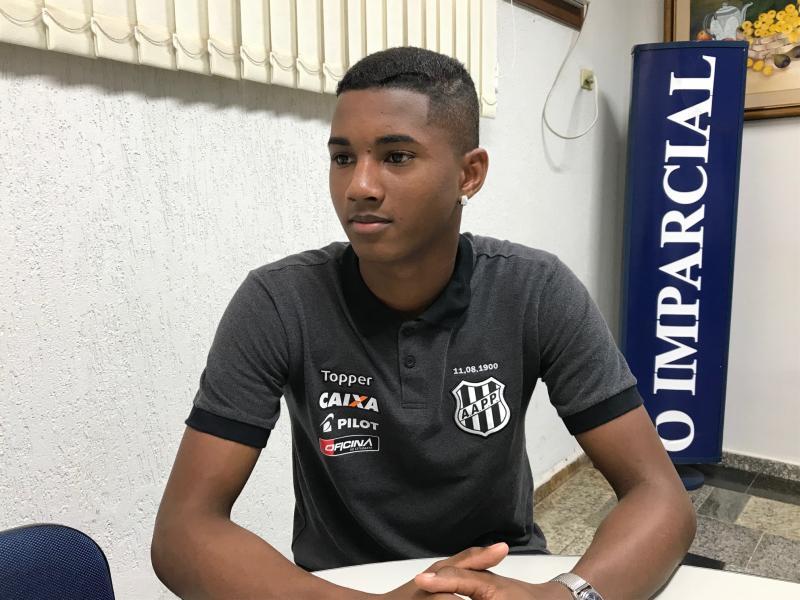 """Gabriel Buosi - Abner é tido pelo técnico Jorginho como o """"futuro lateral-esquerdo da seleção"""""""