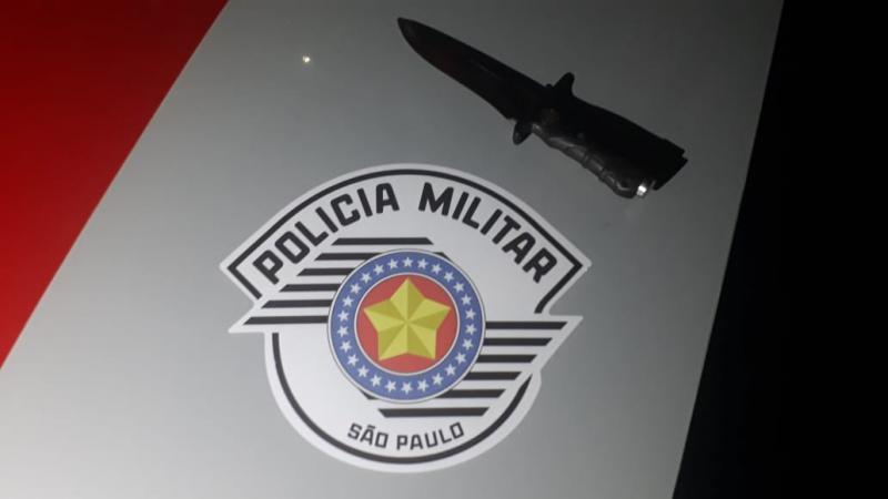 Polícia Militar - Indivíduo desferiu diversos golpes de faca contra a vítima
