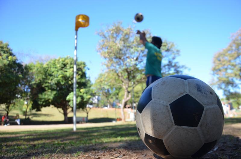 Sesc Thermas / Estêvão Salomão:Semelhante ao basquete, objetivo é lançar a bola dentro de um cesto; modalidade é praticada hoje e amanhã