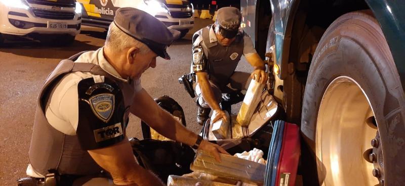 Polícia Militar Rodoviária  - Entorpecente estava em duas malas que continham aproximadamente 34,6 kg de maconha