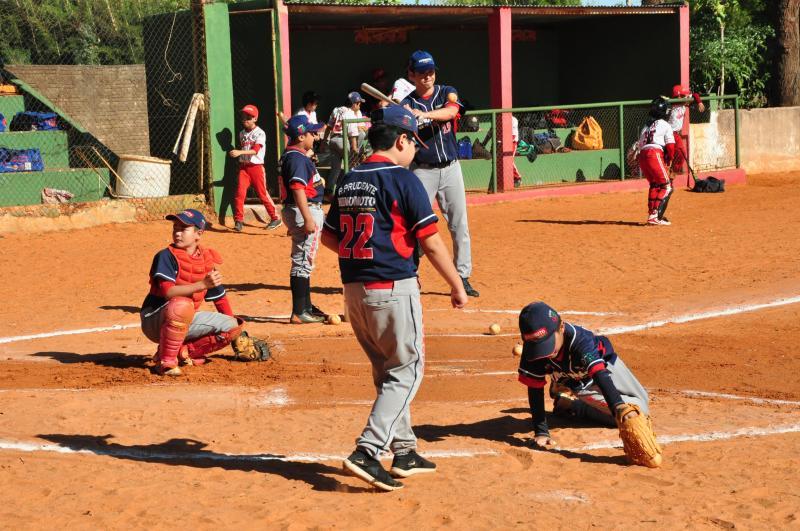 Fotos /José Reis:A manhã de ontem reuniu no campo atletas das categorias Pré-infantil, Infantil e escolinha