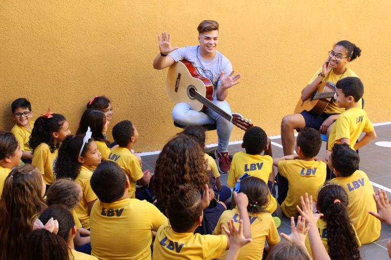 Thiago Ferreira:Ator, Lucas Santos, visitou a criançada na tarde de segunda-feira, na unidade da LBV em Prudente