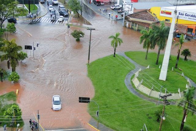 AI da Unoeste - Rotatória da Avenida Coronel Marcondes, no Parque do Povo, é um dos principais pontos de alagamento em PP