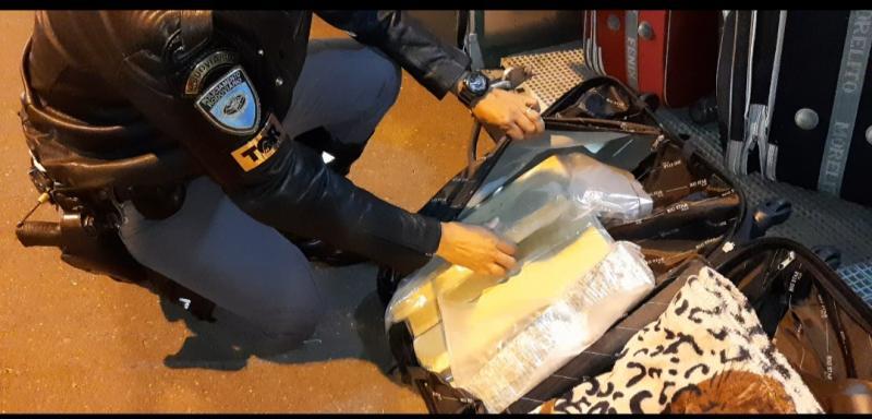 Polícia Militar Rodoviária:Drogas estavam armazenadas na bagagem da passageira