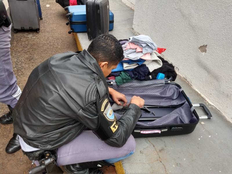 Polícia Militar Rodoviária:Policiais encontraram a drogas após desmontarem a mala