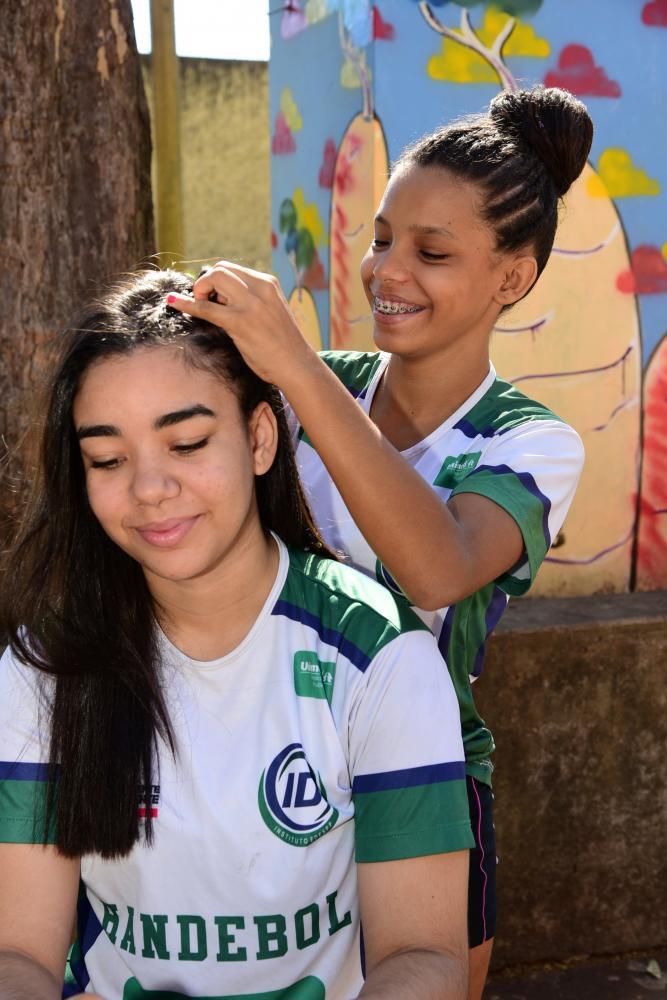 Paulo Miguel - Karla Tawane capricha no visual das colegas de equipe