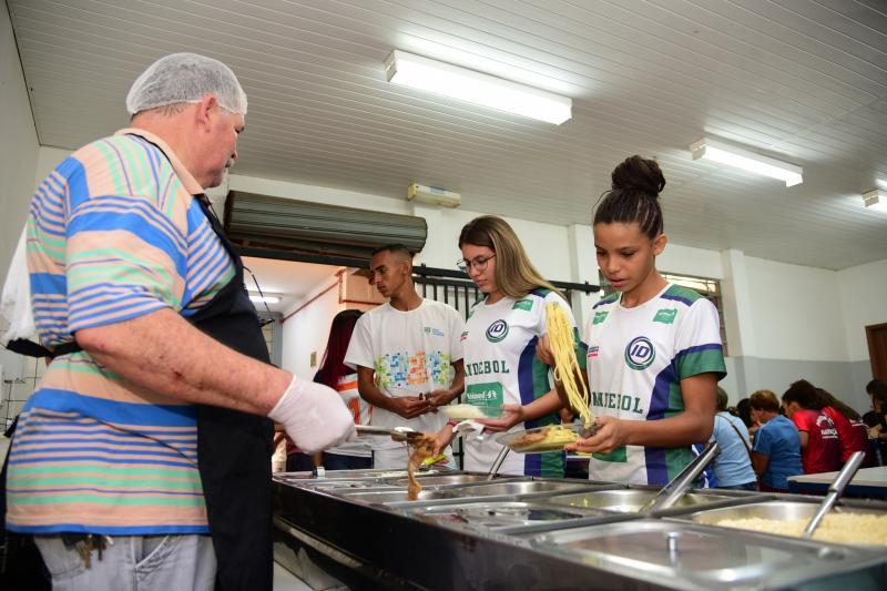 Paulo Miguel - Péricles é responsável por montar o cardápio do café da manhã, almoço e jantar