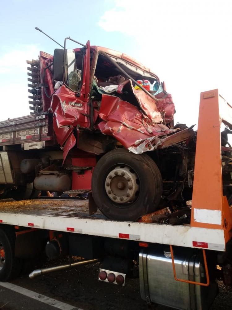 Cedida - Colisão traseira envolveu dois caminhões que estavam no mesmo sentido de direção
