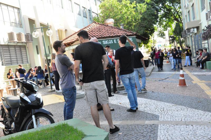 José Reis:Calouros e veteranos movimentam o calçadão da Unoeste no 1º dia de aula pós-recesso