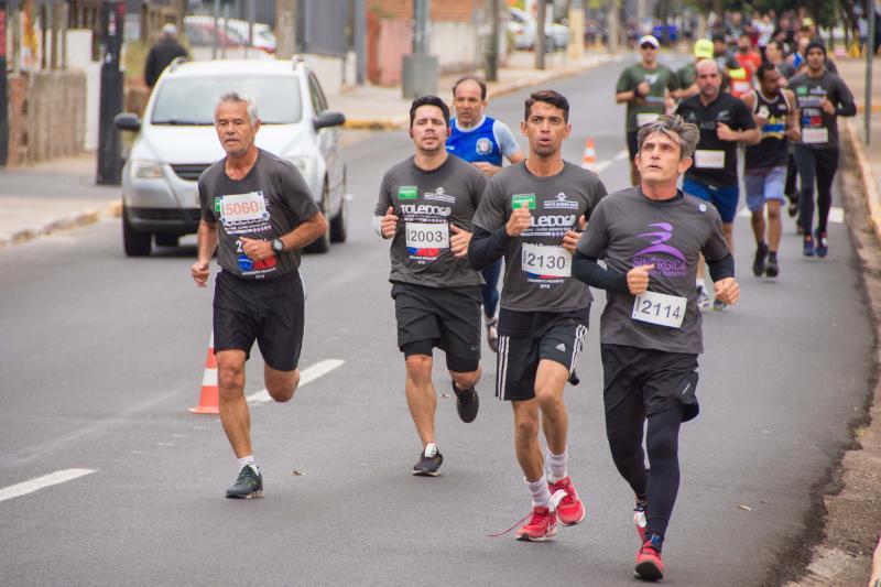 Leandro Campos -  Pela corrida foram duas provas, de 5 km e 10 km, divididas entre categorias