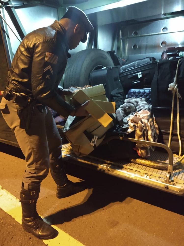 Polícia Militar Rodoviária -Entorpecente estava no bagageiro externo do coletivo