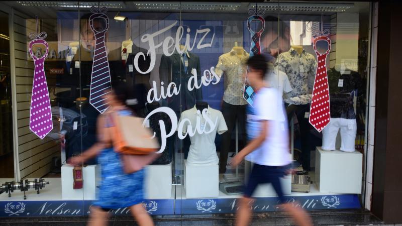 Paulo Miguel - Fluxo de pessoas estava intenso no comércio central de Prudente, na manhã de ontem