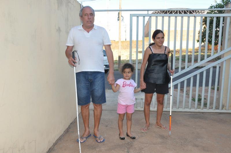 José Reis - Cegueira não é fator limitante para que casal cuide com autonomia das filhas - Bia (foto) é a mais velha