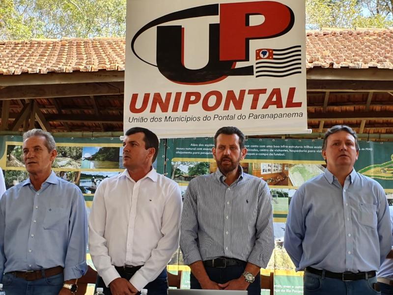 Alex Schneider/Cedida - Encontro entre representantes ocorreu na Reserva Florestal do Morro do Diabo, em Teodoro