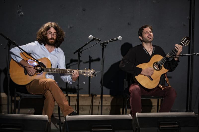 Divulgação - Duo mistura estilos brasileiros e do oriente médio trazendo uma experiência única às músicas
