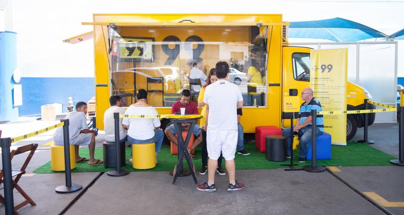 AI 99 - Caminhão está estacionado na Rua José Tarifa Conde, no Jardim Estoril, das 9h às 17h