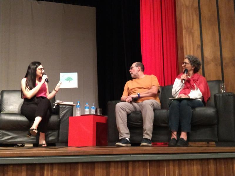Pedro Silva - Lalau e LauraBeatriz mostram ao público o processo de confecção de um de seus livros