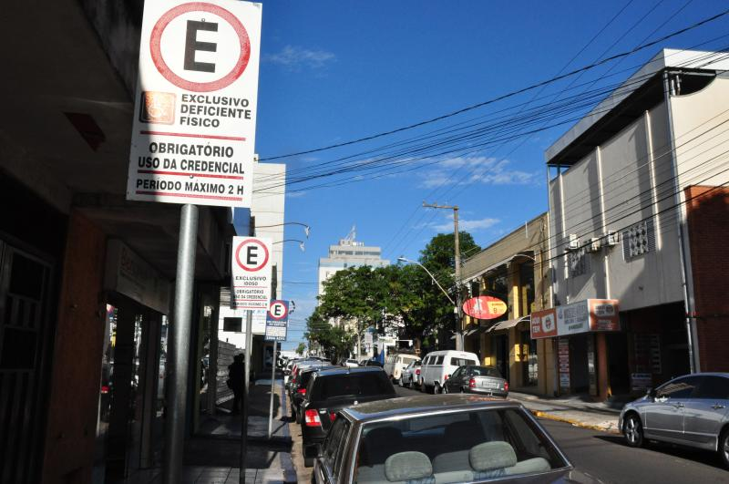 José Reis - Multa por estacionamento irregular na vaga especial custa R$ 293,47 e sete pontos na CNH