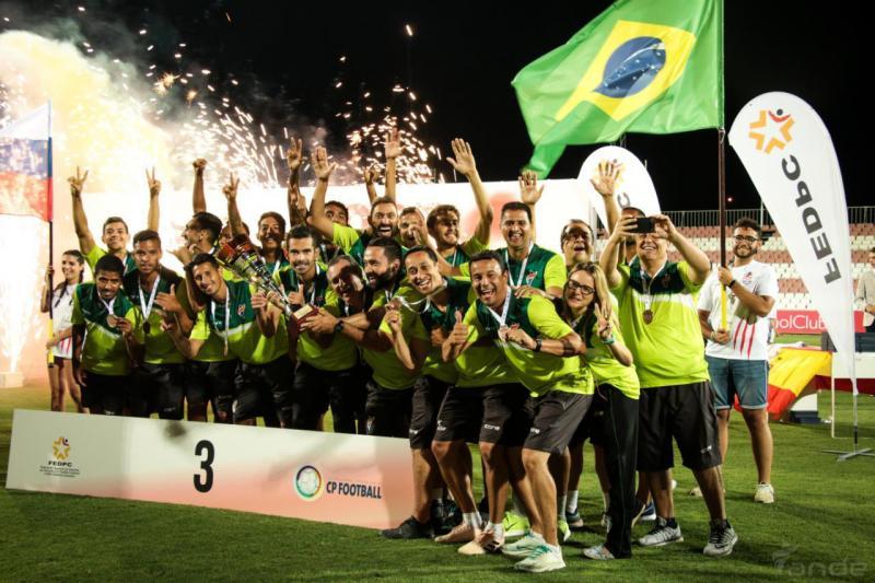 Cedida/Breno Erbella - Breno e sua seleção, a 3ª colocada na Copa do Mundo, em Sevilha, na Espanha