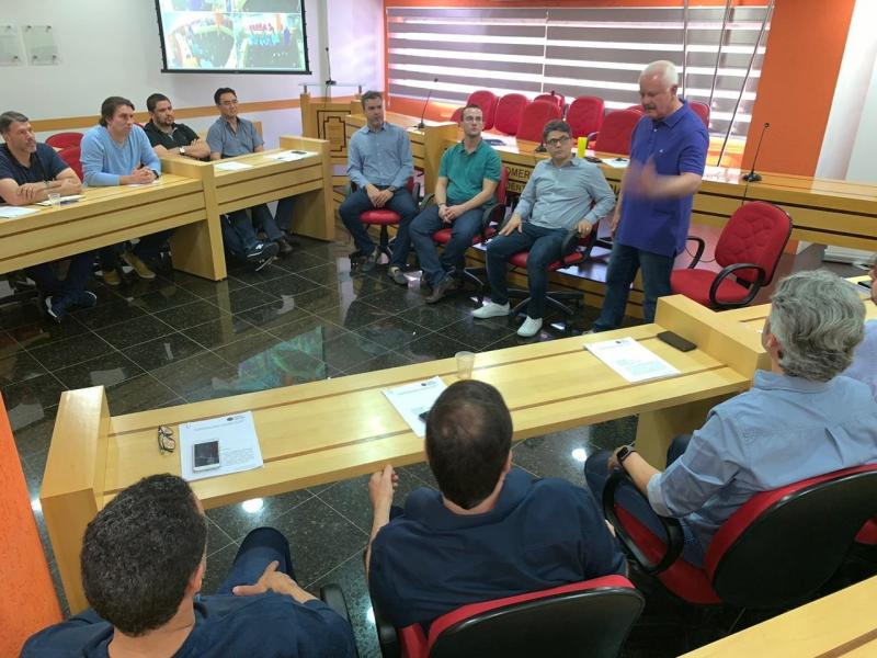 Sinomar Calmona - Empresários do ramo de softwares discutem formas para impulsionar seus empreendimentos