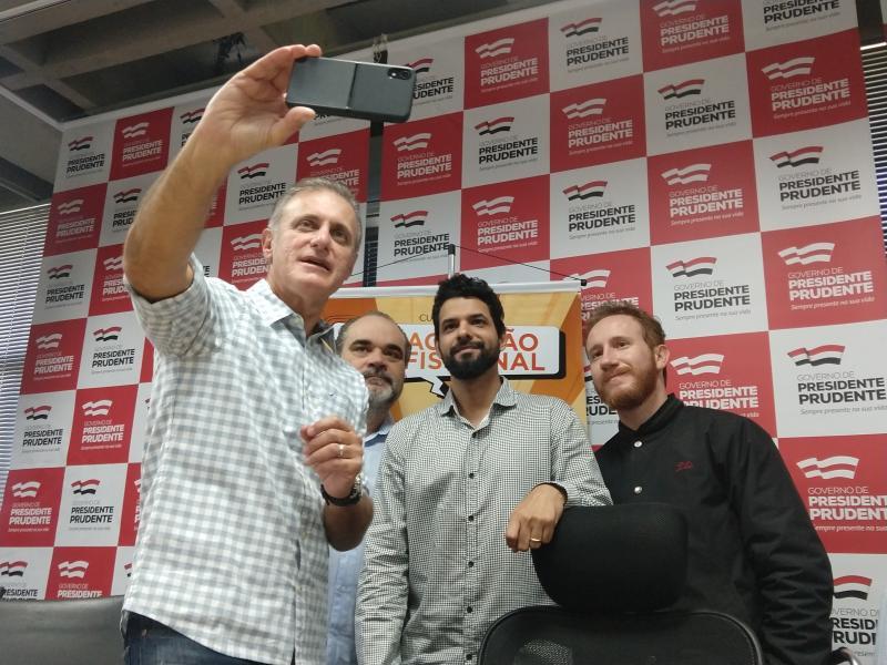 Pedro Silva - Bugalho gravou vídeo com os responsáveis pelos cursos para divulgar sua abertura