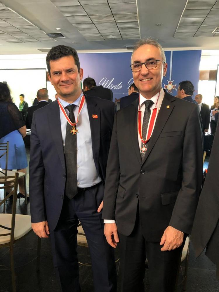 Ministro Moro, e o prudentino Luiz Pontel de Souza, secretário executivo do Ministério da Justiça e Segurança Publica, durante a cerimônia no Clube Naval de Brasília