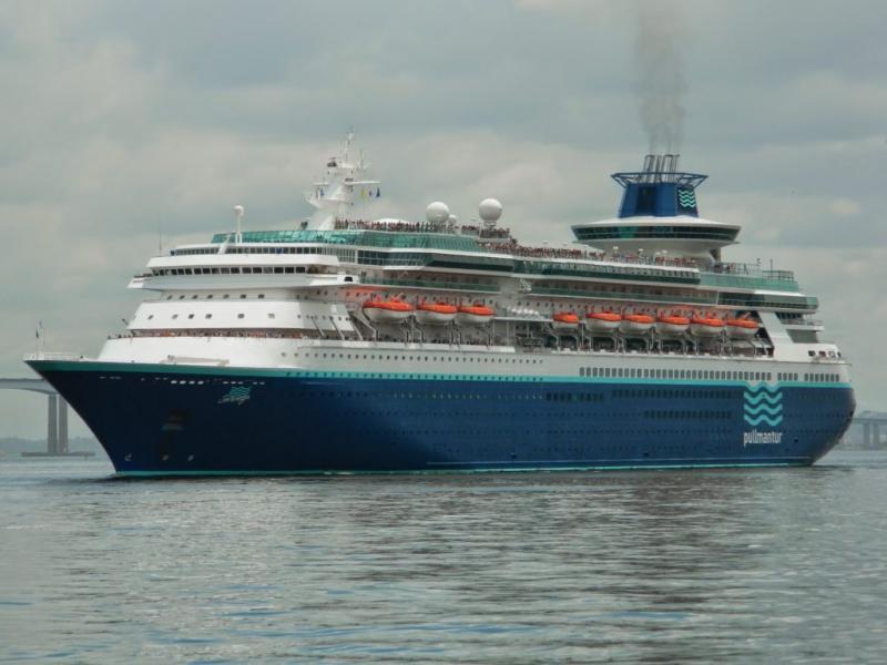 Transatlântico Soberano, luxuoso navio escolhido pela CVC para o cruzeiro de Natal pela costa brasileira