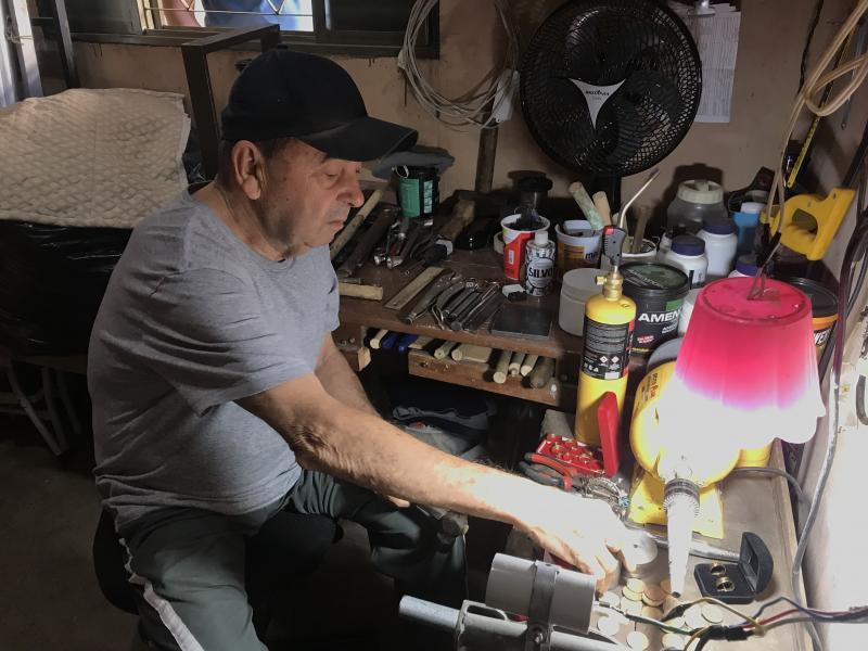Thiago Morello - Aos 72 anos, caminhoneiro aposentado decidiu dedicar a vida a uma atividade totalmente diferente do costume: o artesanato